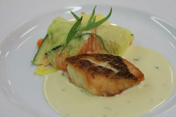 ③鯛のポワレ ヴェルモット風味 野菜のヌイユ添え