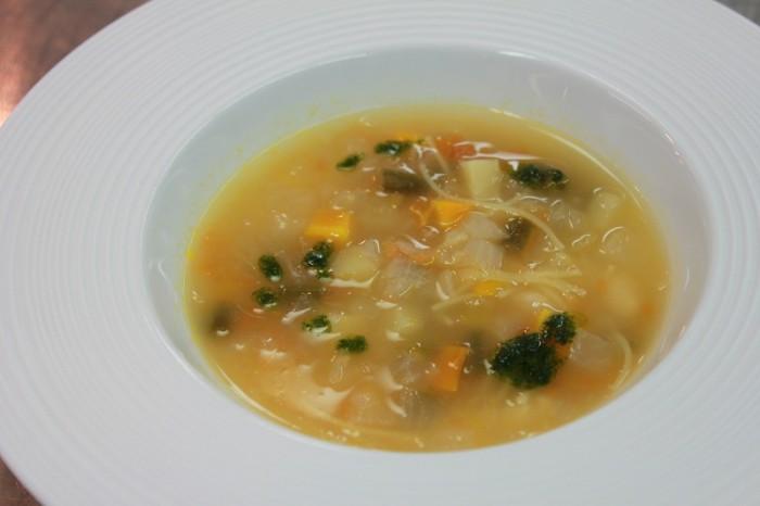 ②ビストゥ入り野菜スープ