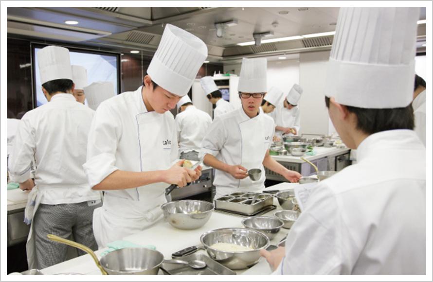 反復練習でフランス料理の基礎をマスター